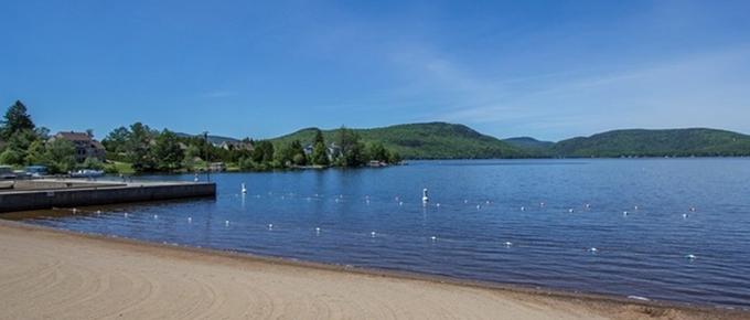 Condo bord du Lac Archambault à Saint-Donat
